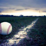 草野球グラウンドとボール